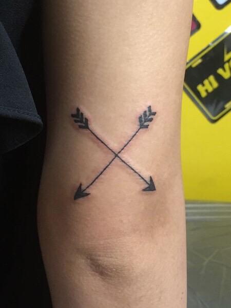 弓矢 ワンポイントタトゥー